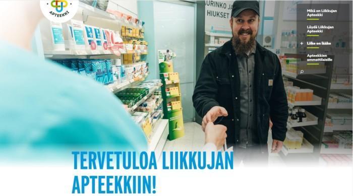 Kuva Liikkujan Apteekki -verkkosivuston etusivusta. Kuvassa mies asioimassa apteekissa ja teksti Tervetuloa Liikkujan Apteekkiin!